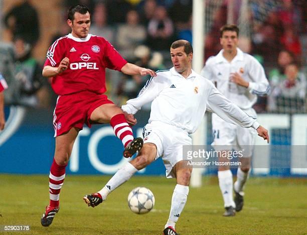 LEAGUE 01/02 Muenchen FC BAYERN MUENCHEN REAL MADRID 21 Willy SAGNOL/BAYERN Zinedine ZIDANE/MADRID