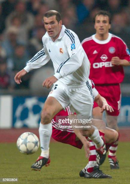 LEAGUE 01/02 Muenchen FC BAYERN MUENCHEN REAL MADRID 21 Zinedine ZIDANE/MADRID