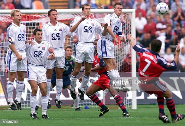BUNDESLIGA 99/00 Muenchen FC BAYERN MUENCHEN SpVgg UNTERHACHING Freistoss Mehmet SCHOLL/Bayern Muenchen