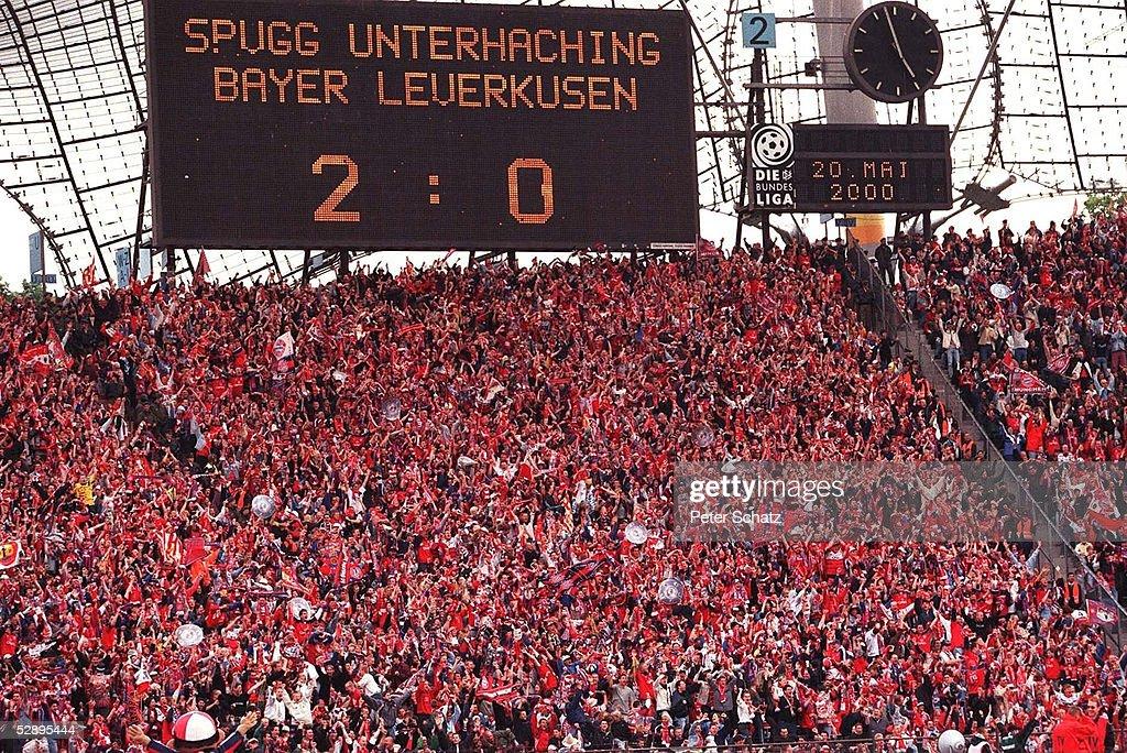 BAYERN MUENCHEN DEUTSCHER FUSSBALLMEISTER 2000 : Nachrichtenfoto
