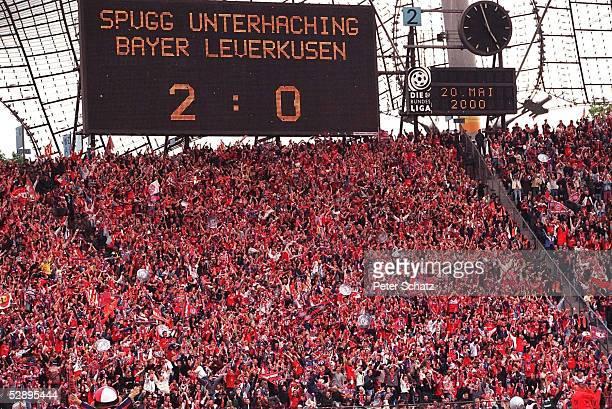 Muenchen; FC BAYERN MUENCHEN - SV WEDER BREMEN 3:1; BAYERN MUENCHEN DEUTSCHER FUSSBALLMEISTER 2000; ZWISCHENERGEBNIS AUS UNTERHACHING