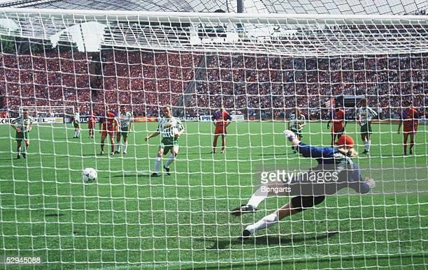 1 BUNDESLIGA 94/95 Muenchen FC BAYERN MUENCHEN SV WERDER BREMEN 31 TOR durch Mario BASLER/BREMEN