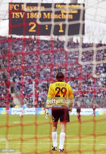 1 BUNDESLIGA 01/02 Muenchen FC BAYERN MUENCHEN TSV 1860 MUENCHEN 21 TORWART Simon JENTZSCH/1860
