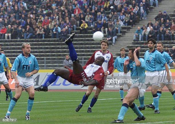 1 BUNDESLIGA 99/00 Muenchen TSV 1860 MUENCHEN HAMBURGER SV 00 Holger GREILICH/1860 Anthony YEBOAH/HSV Stephan PASSLACK/1860