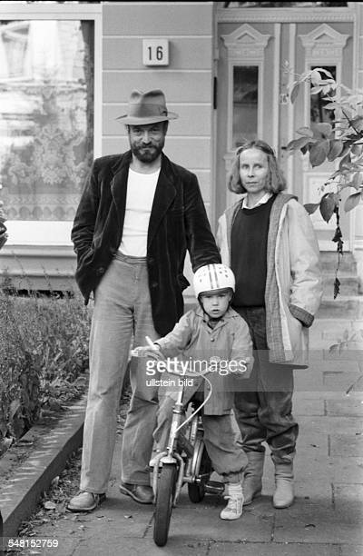 Mues Dietmar Actor Germany with his wife Sybille and his son Jona