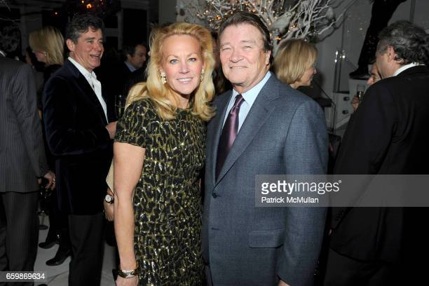 Muffie Potter Aston and Steve Kroft attend Diandra de Morrell Douglas Anne and Jay McInerney Holiday Party at Private Residence on December 17 2009...