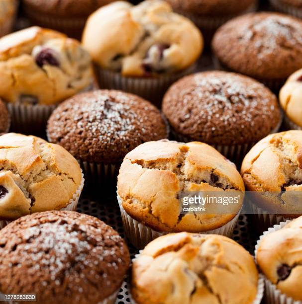 muffins - cupcakes - carolafink stock pictures, royalty-free photos & images