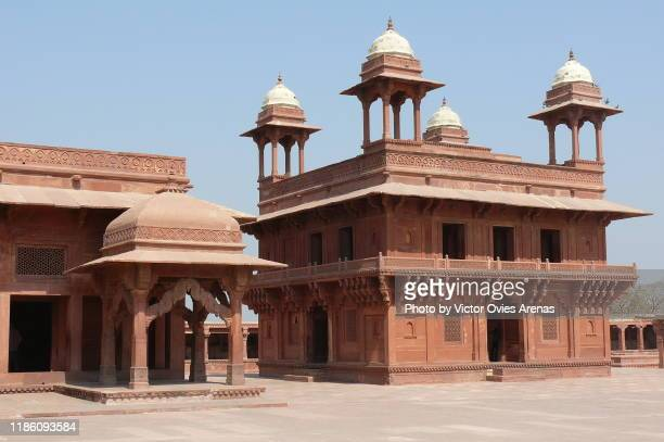 mughal diwan-i-khas and the astrologer's seat in fatehpur sikri, uttar pradesh, india - fatehpur sikri stock pictures, royalty-free photos & images