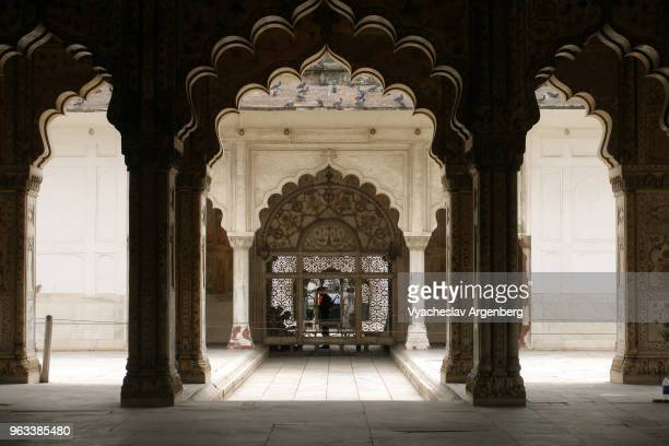 mughal indo-islamic art ornaments in red fort, delhi, india - argenberg stock pictures, royalty-free photos & images