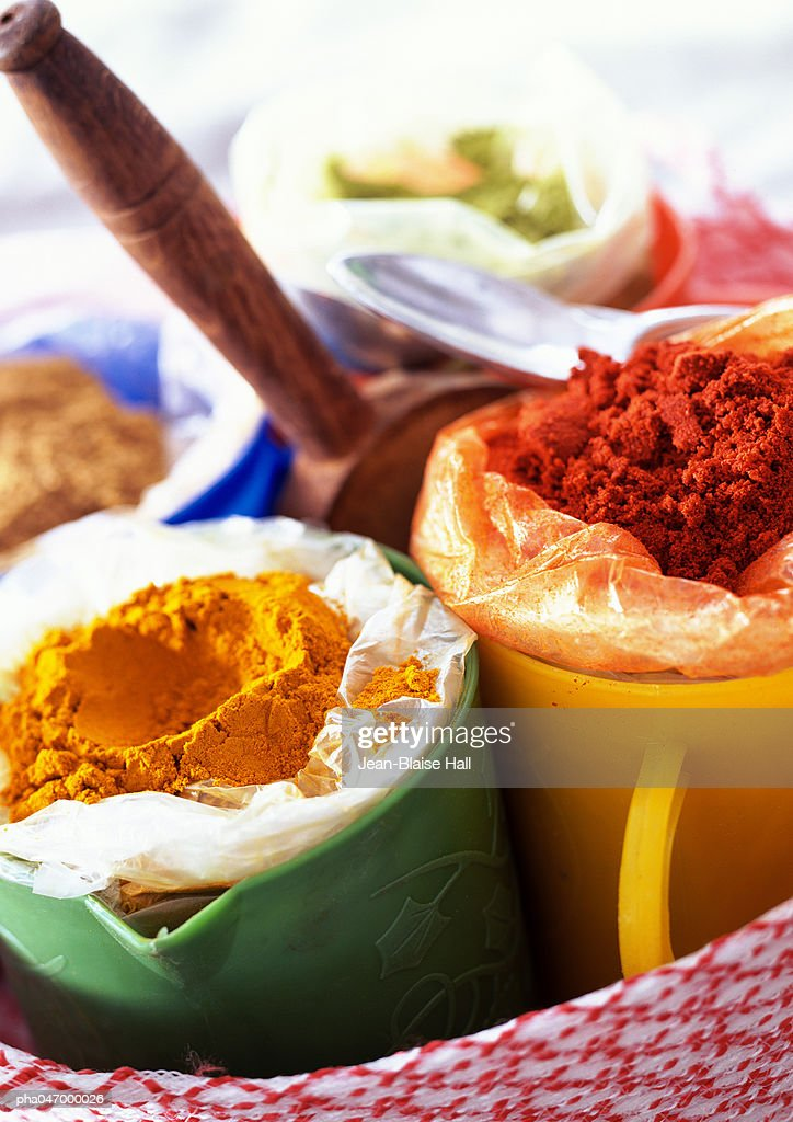 Mugs of yellow and red spices, close-up : Stockfoto