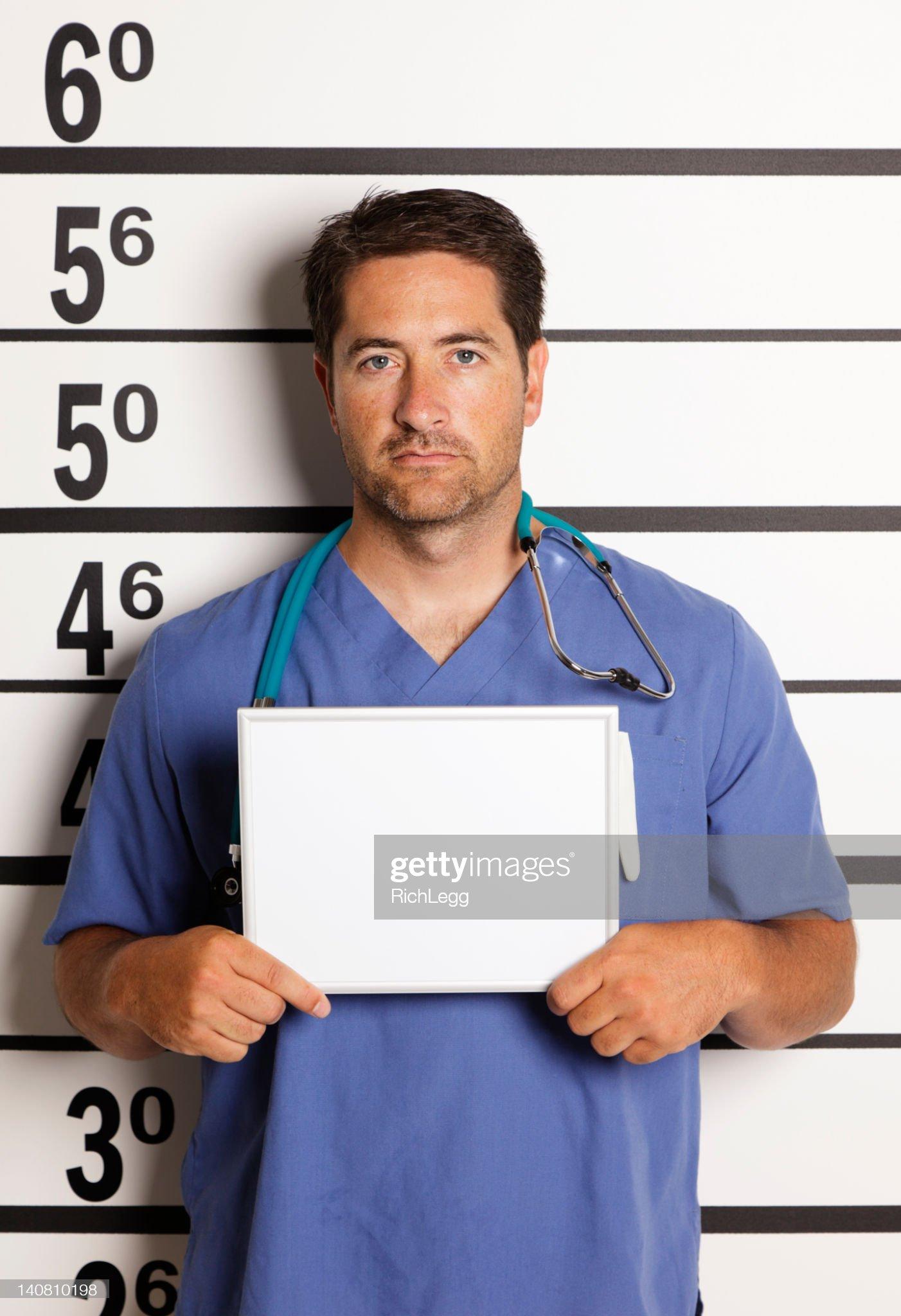 Gente midiéndose en vídeo y foto - Página 2 Mugshot-of-a-healthcare-worker-picture-id140810198?s=2048x2048