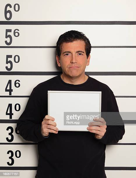 mugshot d'un homme - mugshot photos et images de collection