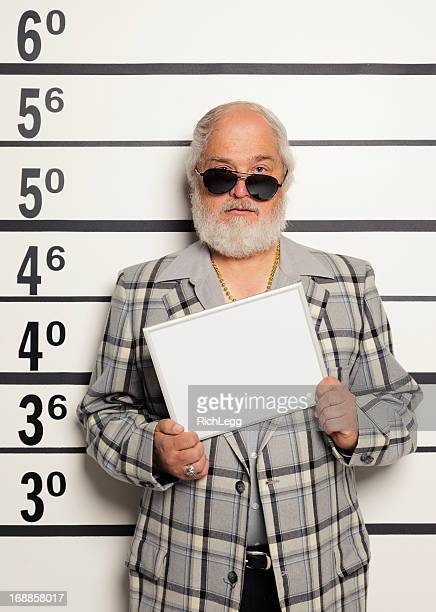 mugshot de un hombre - criminal fotografías e imágenes de stock