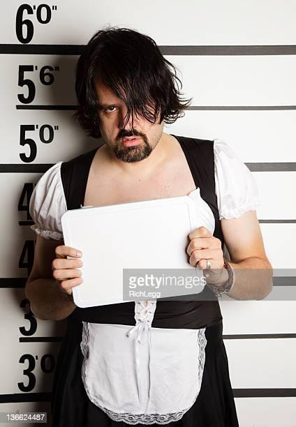 Mugshot d'un homme portant Tenue de soubrette