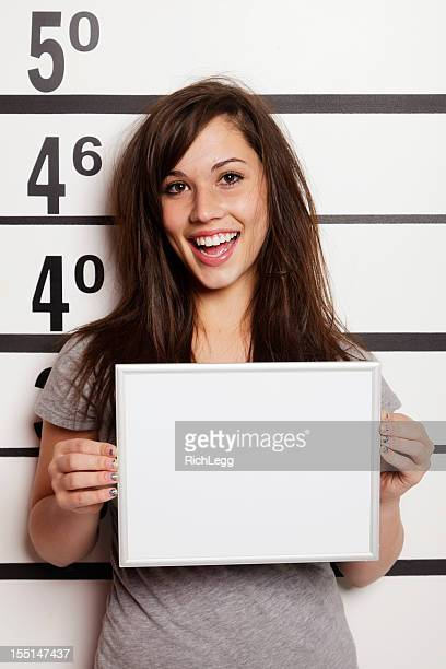 mugshot d'une femme - mugshot photos et images de collection