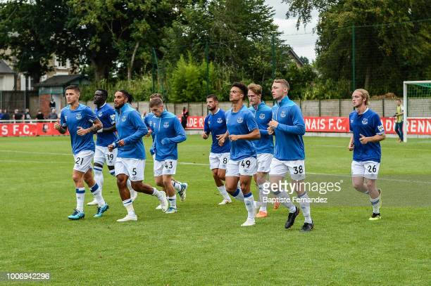 Muhamed Besic Baye Oumar Niasse Ashley Williams Jonjoe Kenny Kevin Mirallas Antonee Robinson Matthew Pennington and Tom Davies of Everton during the...