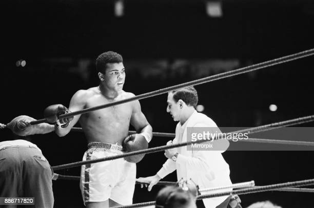 Muhammad Ali and Ernie Terrell met to end the confusion about who was the legitimate heavyweight champion 6th February 1967