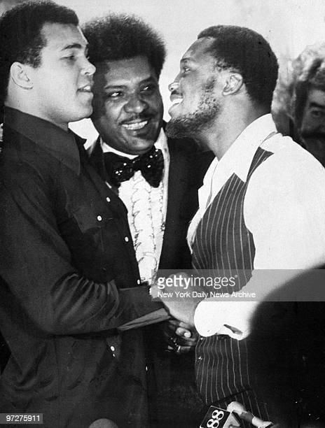 Muhammad Ali and Joe Frazier shake hands as Don King looks on at press conference in the Rainbow Room