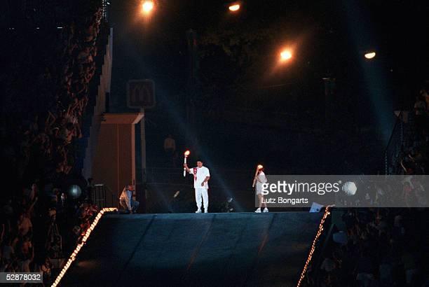 EROEFFNUNGSFEIER/19796 Muhammad ALI mit dem OLYMPISCHEN FEUER