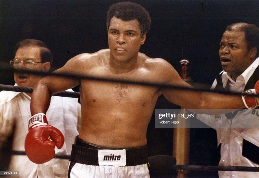 Heavyweight Championship: Muhammad Ali v Earnie Shavers : News Photo