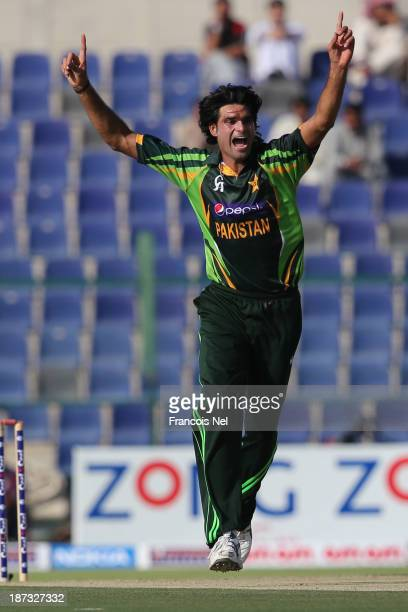 Muhammad Irfan of Pakistan celebrates after dismissing Hashim Amla of South Africa during the third One Day International between Pakistan and South...