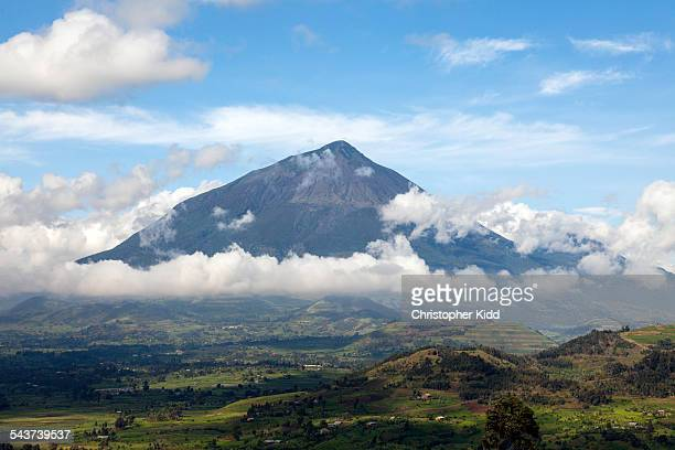muhavura, virungas, uganda - virunga national park stock pictures, royalty-free photos & images