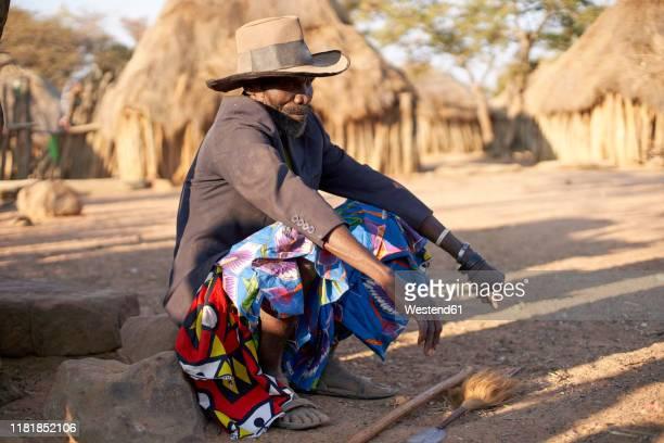 muhila tribe chief, kehamba, chibia, angola - 酋長 ストックフォトと画像