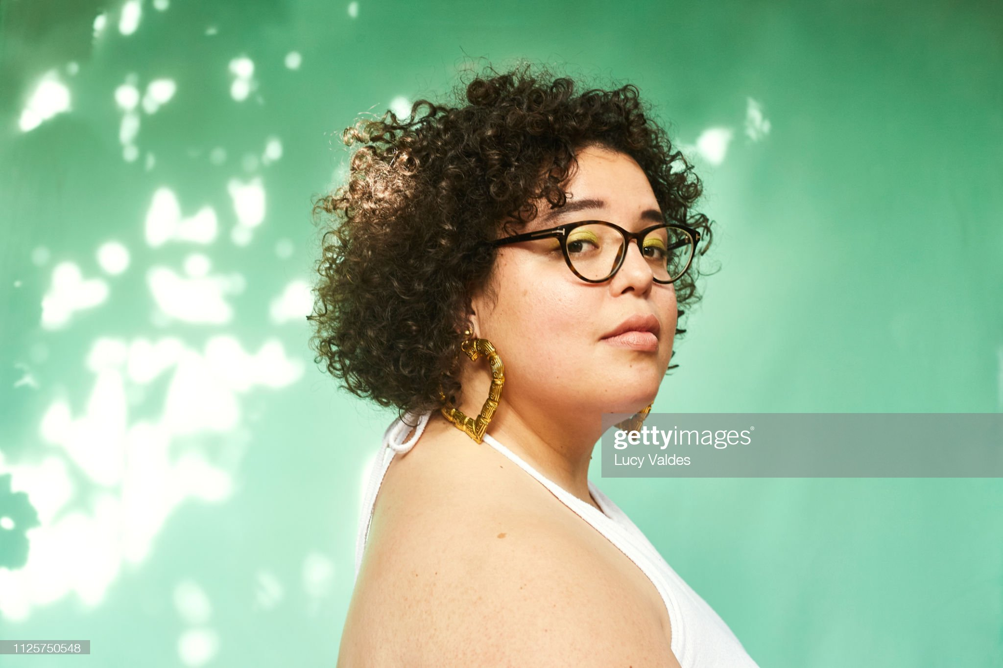Mujer en estudio : Stock Photo