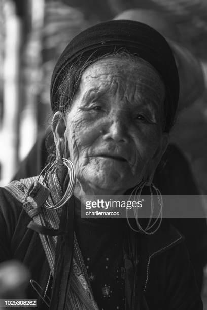 mujeres comerciantes vietnamitas - mujeres fotos stockfoto's en -beelden