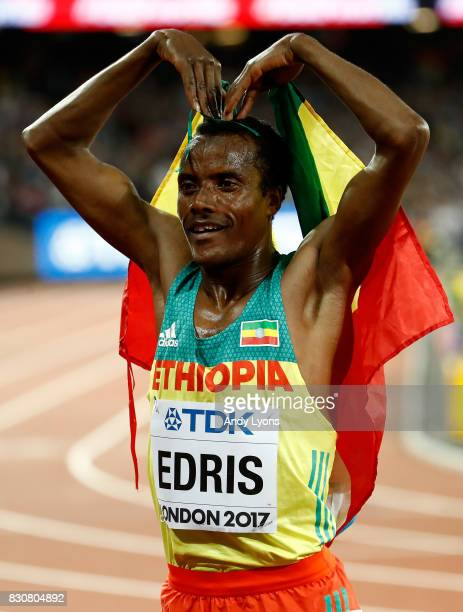 Muktar Edris of Ethiopia does the 'Mobot' after winning gold in the Men's 5000 Metres final during day nine of the 16th IAAF World Athletics...