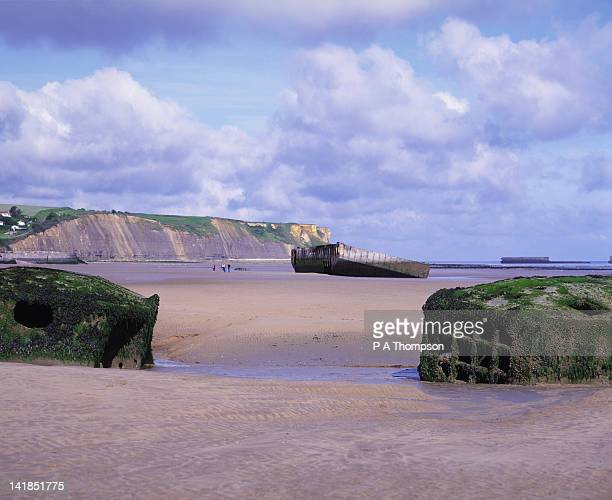 mulberry harbour, arromanches and gold beach d day landings, calvados, normandy, france - arromanches stock pictures, royalty-free photos & images
