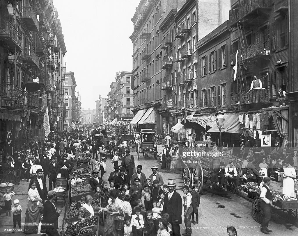 Crowded Life On Mulberry Street : News Photo