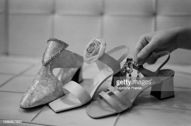 Mule et sandales de la nouvelle collection 'Roger Vivier' en janvier 1969 à Paris France
