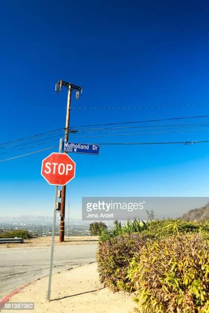 mulholland drive street sign in los angeles california - sherman oaks - fotografias e filmes do acervo
