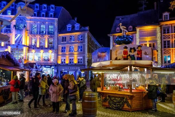クリスマス (アルザス、フランス) でミュルーズ - ミュールーズ ストックフォトと画像