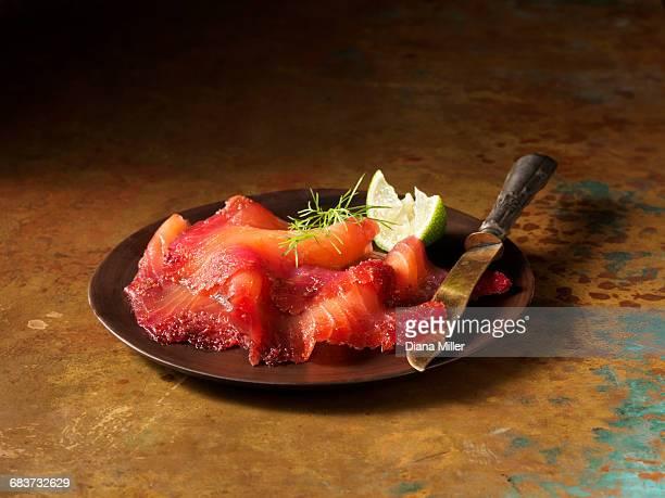 mulled wine smoked scottish salmon - salmone affumicato foto e immagini stock