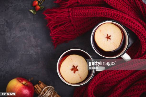 Mulled wine with apple slices