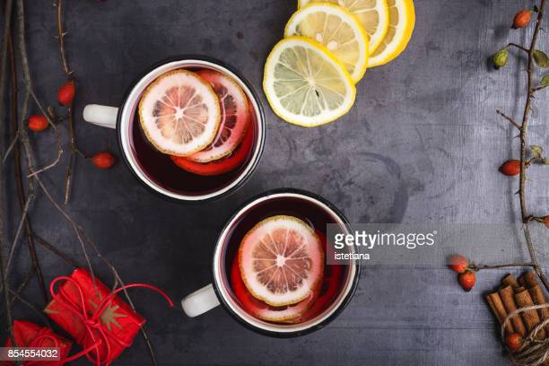 Mulled wine with lemon slices