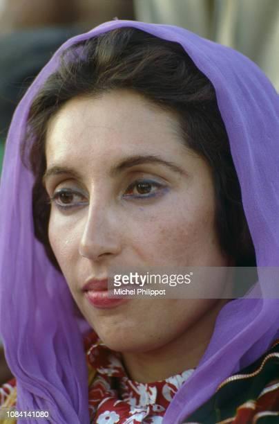 Multan La présidente du Parti du Peuple Pakistanais Benazir Bhutto en campagne