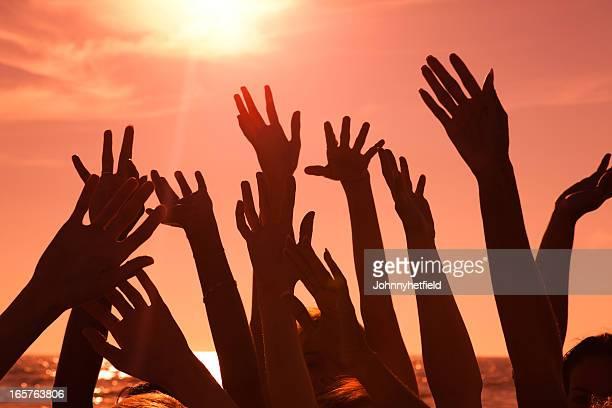 Multi ethnischen Hände bei Sonnenuntergang