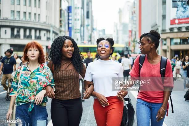 multi nationality women traveling tokyo - 多様性  ストックフォトと画像