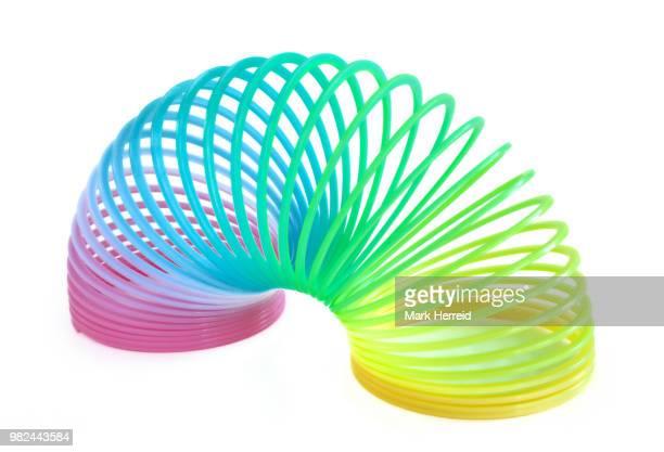 multi-colored spring toy - espiral de metal - fotografias e filmes do acervo