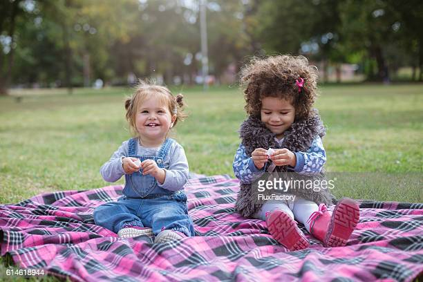multicultural race babies playing and smiling ,laughing - preconceito racial imagens e fotografias de stock