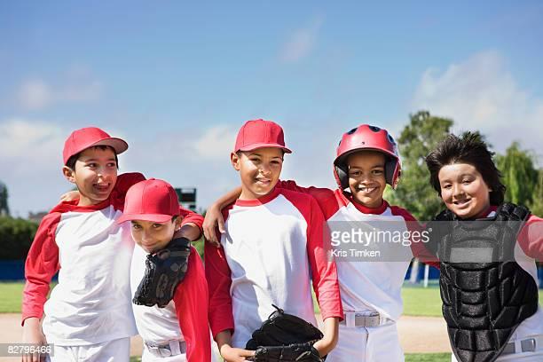 multi-ethnic boys in baseball uniforms - 野球チーム ストックフォトと画像