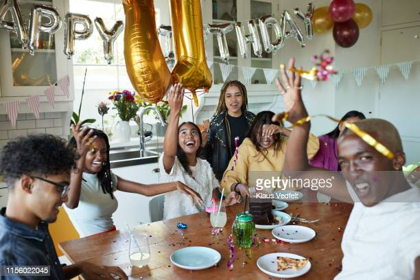 multi-ethnic excited friends enjoying birthday party - balão decoração - fotografias e filmes do acervo