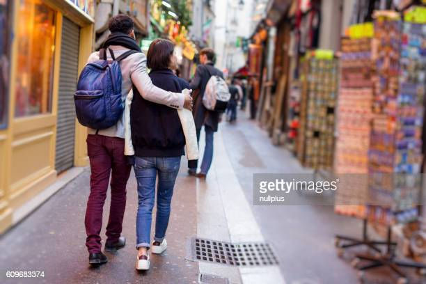 Multi-ethnischen eine Gruppe von Freunden Spaß haben in Paris, Quartier Latin