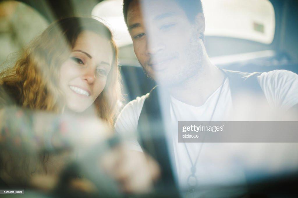multiethnische stilvolles paar : Stock-Foto