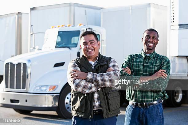 Les conducteurs de camions Multi-ethnique