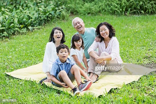 多世代家族、アジアの公園