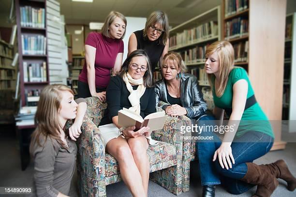 várias gerações de mulheres reserve club. - filósofo - fotografias e filmes do acervo